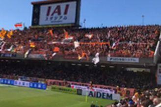 日本周末超六万球迷涌入球场 J联赛因口罩上热搜