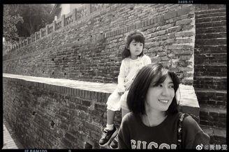 贾静雯与陈意涵等好友带娃旅行