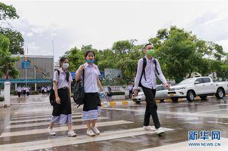 老挝学生陆续返校复课