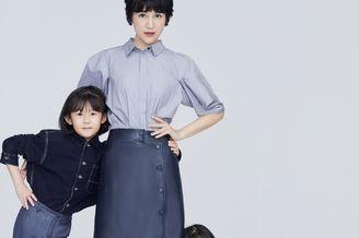 鲍蕾携两女儿穿亲子装拍照