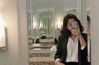 李静16岁女儿对镜自拍