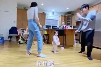 王祖蓝晒一家三口热舞视频