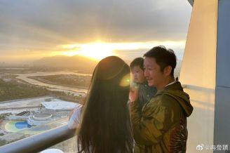 冉莹颖陪孩子度假过新年