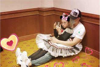 吴尊陪女儿参加芭蕾舞比赛
