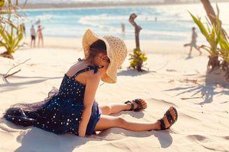 周杰伦晒女儿小周周沙滩照