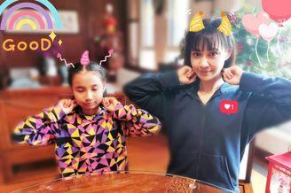 杨雪和女儿同做眼保健操似少女