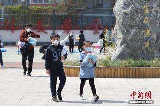 北京中小学开始陆续发放教材