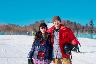 杜江分享一家三口跨年滑雪照