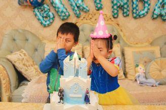 何洁晒照庆祝女儿三岁生日