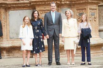 西班牙两公主参加复活节弥撒