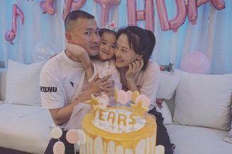聂远夫妇为女儿庆祝五岁生日