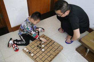 福州奶爸给儿子造了座玩具城