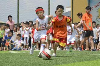 萌娃足球赛 欢畅绿茵场