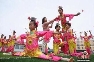 甘肃民乐学生承习顶碗舞