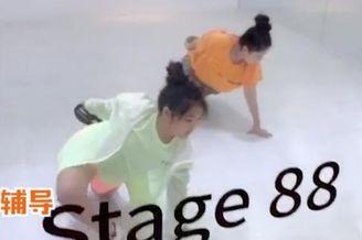 李湘晒女儿一对一学舞视频