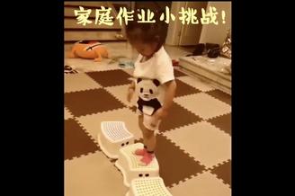 杨威晒女儿玩游戏视频