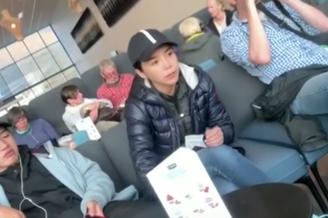 朱迅王志夫妻带儿子出国度假