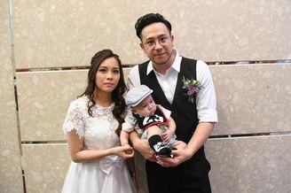 张致恒抱儿子与女友结婚