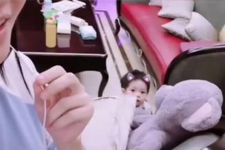 李晟李佳航罕见晒儿子正面照