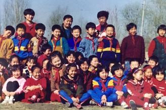 佟丽娅小学时期照片曝光