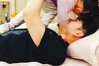 陈赫与女儿互动父爱爆棚