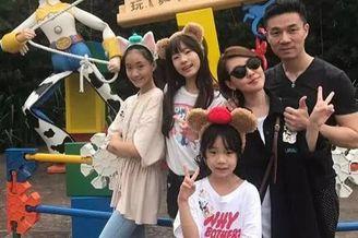 小S带女儿们和朋友聚餐