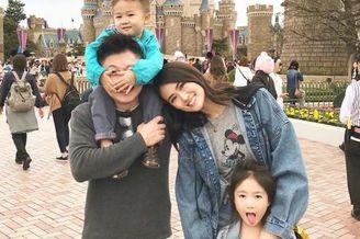 李小鹏夫妇携儿女畅游日本