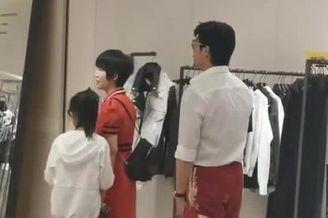 陆毅一家香港购物被偶遇