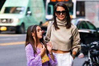 阿汤哥女儿和妈妈出街