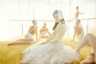 张天爱化身芭蕾舞者演绎朦胧美