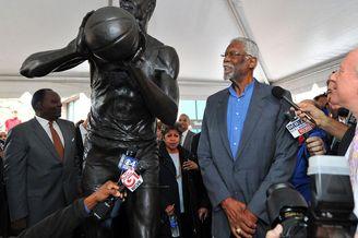 9大NBA巨星的雕像