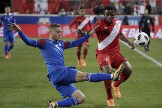 足球友谊赛:秘鲁VS冰岛