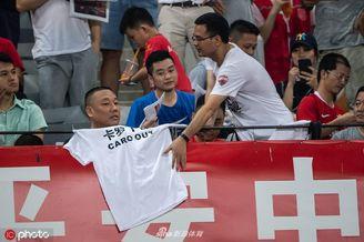 深圳球迷打出下课标语遭制止