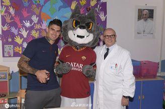 佩罗蒂访问儿童医院