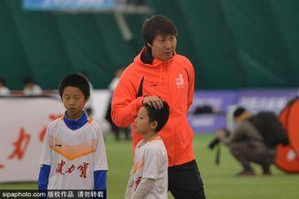 李铁现身指导观看球员训练