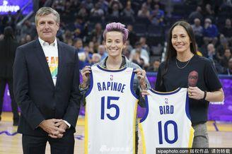 美女足队长和WNBA巨星相约看球