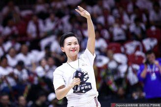 总决赛G4:篮球宝贝赛前彩排
