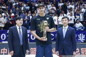 易建联获2018-19赛季总决赛MVP