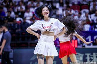 新疆篮球宝贝热舞助威