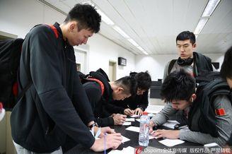 世预赛-中国男篮抵达黎巴嫩