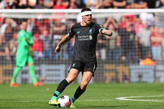 利物浦老将遭撞头 带伤继续战