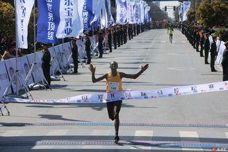 2017年郑开国际马拉松开跑