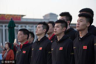 中国男篮天安门观看升旗仪式