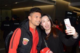 上港返回上海受球迷热捧
