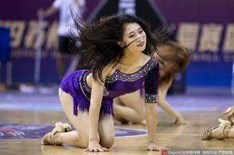 啦啦宝贝热舞助威中国国奥男篮