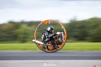 奇葩摩托狂飙吸眼球
