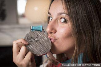 法国单板滑雪天才美少女写真