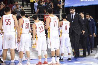 中国男篮蓝队列队欢迎08男篮