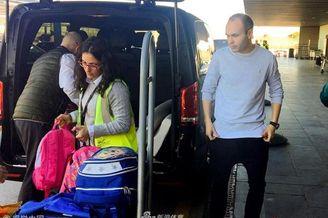 伊涅斯塔现身巴塞罗那机场