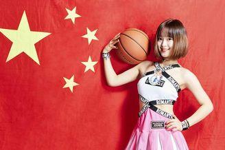 篮球宝贝助威中国男篮出征